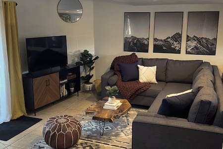 Newly Furnished 2 bed Condo- Walk to Everything!