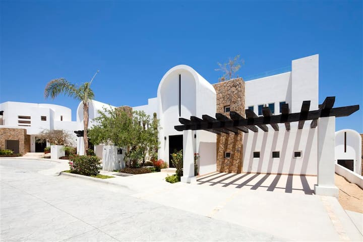 Private Villa Great for Quiet Local Getaway ★★★★★