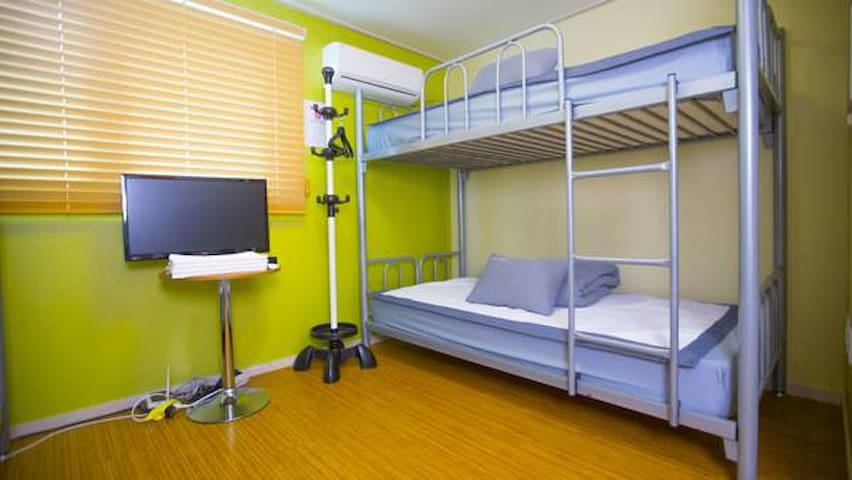 bunk bed room in Yeonnam-dong Maze st