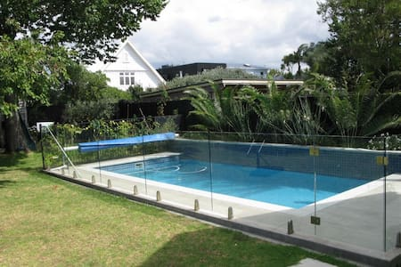 Private Central Auckland family home 3 bdr w pool - 奧克蘭 - 獨棟
