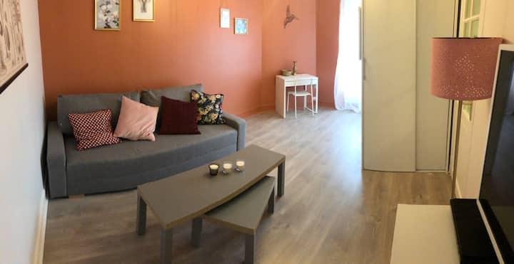 Studio neuf avec cuisine séparée