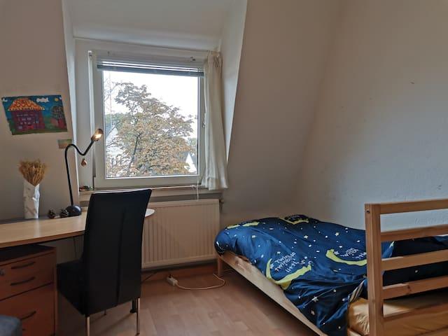 杜塞尔多夫市中心公寓房中卧室