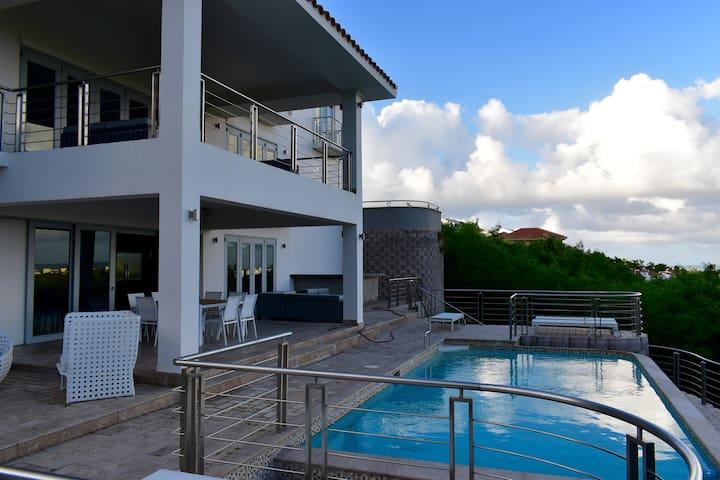 Villa Beach House near Yunque Rainforest
