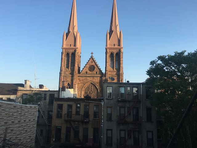 AWESOME SUNNY 2 BEDS A NEAR 3 METROS WILLIAMSBURG