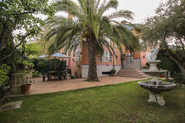 Luxurious big house with a garden - Pozuelo de Alarcón - Radhus