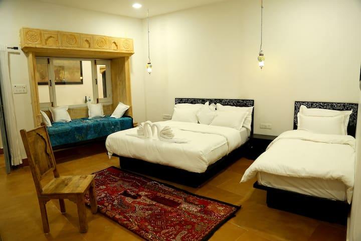 Casa De Kaku - Nirvana triple Room