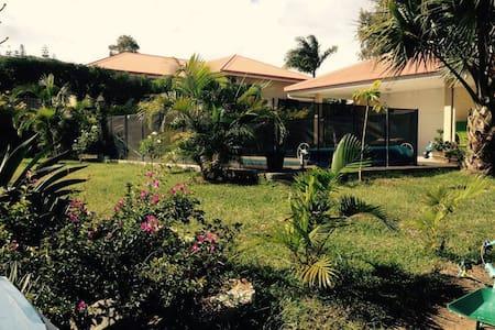 Villa F4 Piscine - Savanah - House