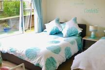 Queen bed & single bed