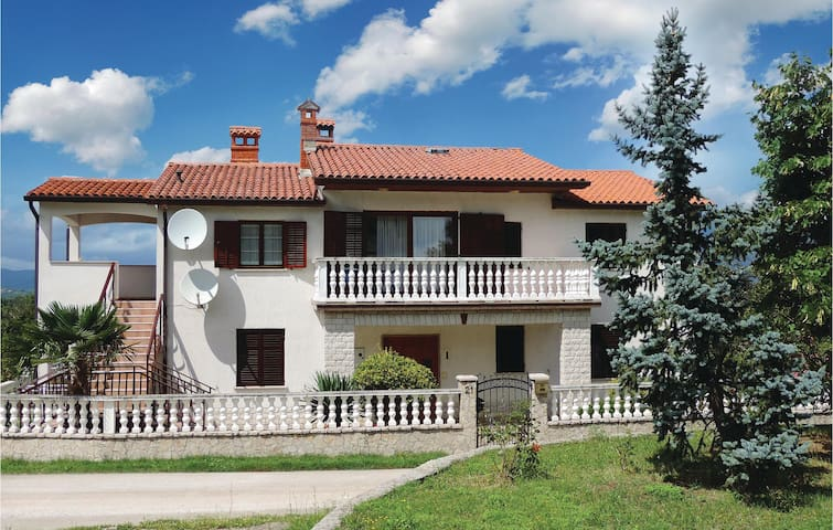 Holiday apartment with 3 bedrooms on 112 m² in Krsan