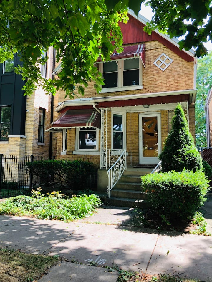 Cozy 3 Bedroom Home in the Heart of Logan Square