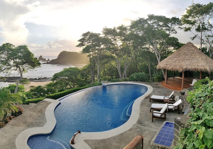 Caracol - Oceanfront room #1 Infinity pool access