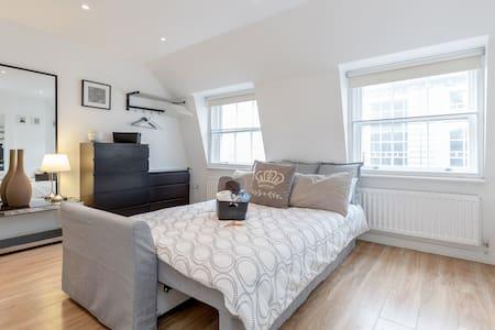 Airbnb Superhost Award Winner 2017 - Room 4.4 - Londýn - Byt