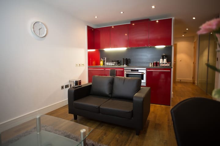 Modern City Centre Apartment & Free Parking!