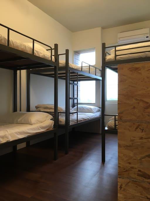 Room1-6個床位+個人上鎖置物櫃
