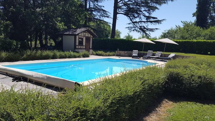 Gîte Le Pavillon dans le parc du Château Lescaut