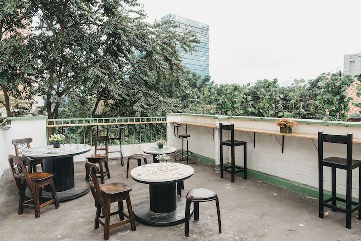 Poblado❤ Terrace & views ✔WalkScore 98 ✔110MbWiFi