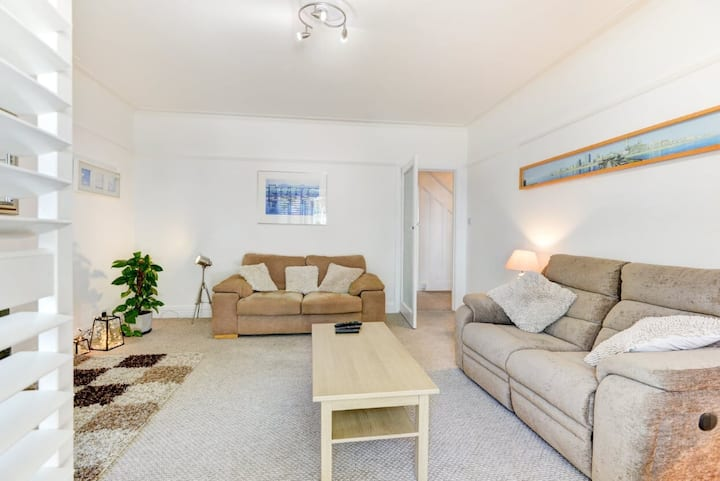LANGDALE SEASIDE APARTMENT WITH PARKING