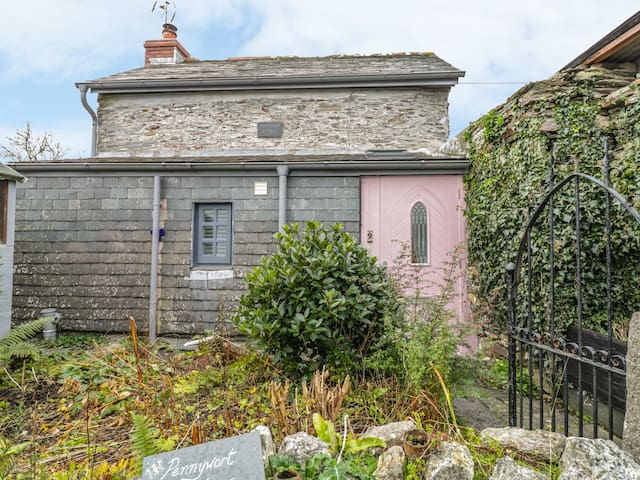 PENNYWORT COTTAGE, pet friendly in Camelford, Ref 998297