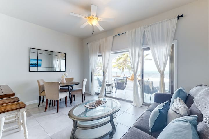 New oceanfront condo w/shared pool, dock, two kayaks, partial AC, strong WiFi