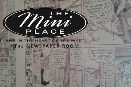 Newspaper Room/The Mini Place BnB - Historic Area