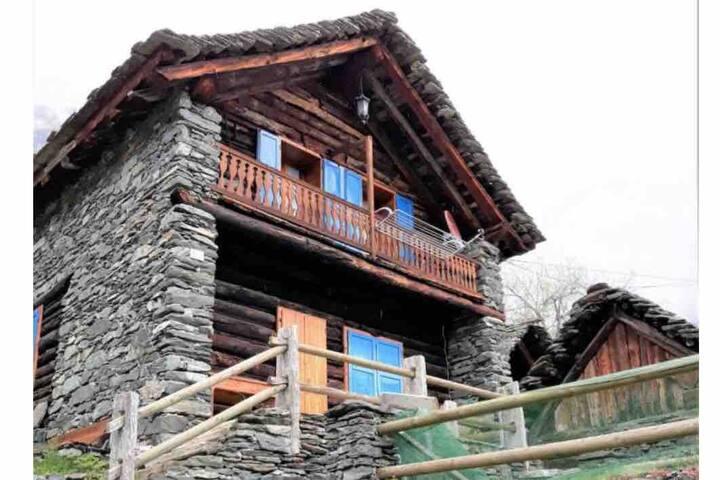 Baita/Chalet dell' Alpino - Alpe Cheggio