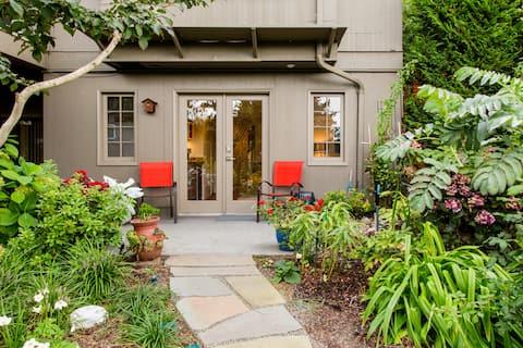 Suite Tetamu Persendirian Terasing dengan Taman Cantik