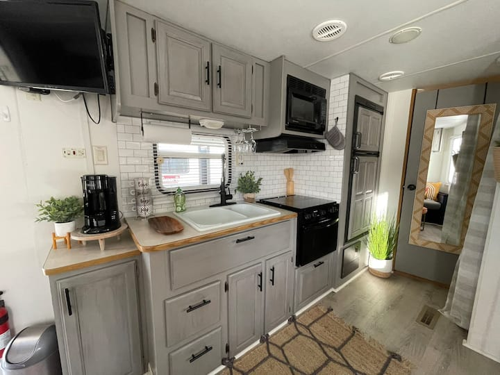 ⭐️ Sleeps 16! Two Unique Glampers Side-by-Side!