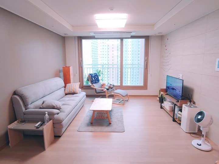 [J's house]넓고 아늑한 신축아파트/가족단위/출장/휴가/장기숙박/ welcome
