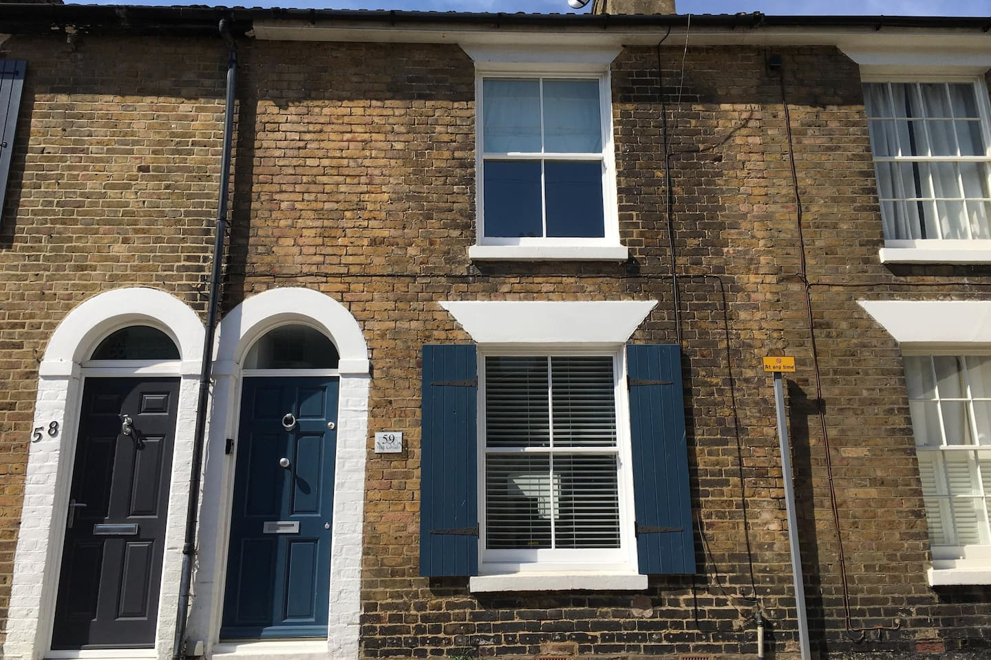 York Cottage is situated in a quiet residential road just moments from the beach with unrestricted free on street parking
