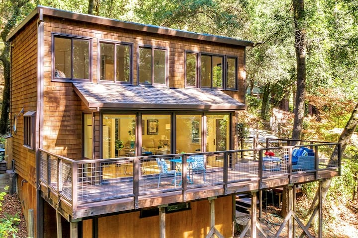 Redwood Treehouse with HotTub