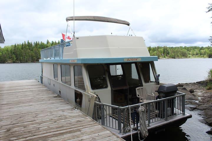 Lake Life Houseboat Rental, Lake of the Woods