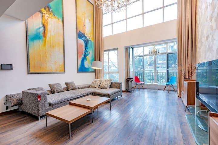 「小鹿民宿」隐处 400平 独栋别墅 超高落地窗 可做饭 私家露台、花园  清水江地铁站旁