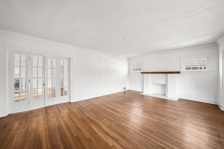 Affordable apt close to CleClinic, UH & CWRU