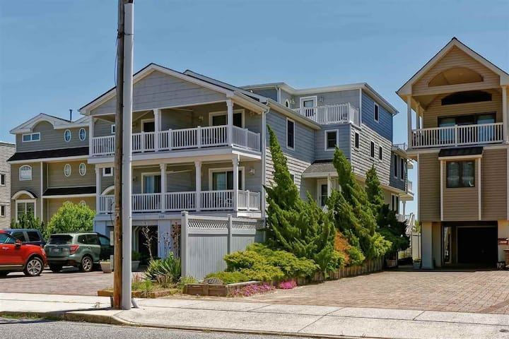 Beachfront, Elevator Access, 5 bed and 4 1/2 Bath