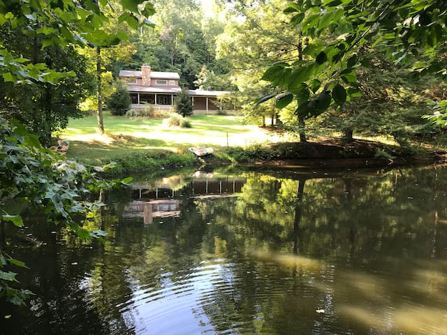 Secluded Getaway close to Kenyon