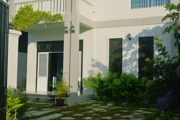 Modern 4 bed rooms house, free pick up, wifi - Krong Siem Reap - House