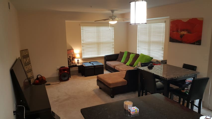King's Kastle- Perfect downtown location