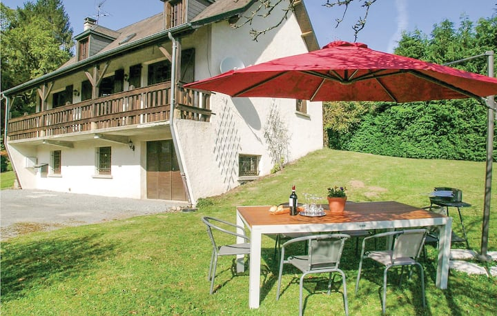 Amazing home in Tarnac with WiFi and 4 Bedrooms