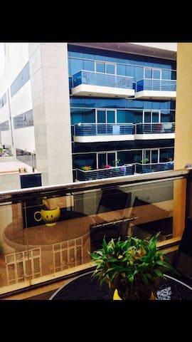 One Room with Balcony - Dubai - Apartemen