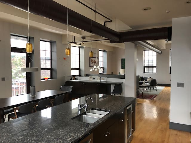 Modern Downtown Loft w/ Parking. Walk to it all!
