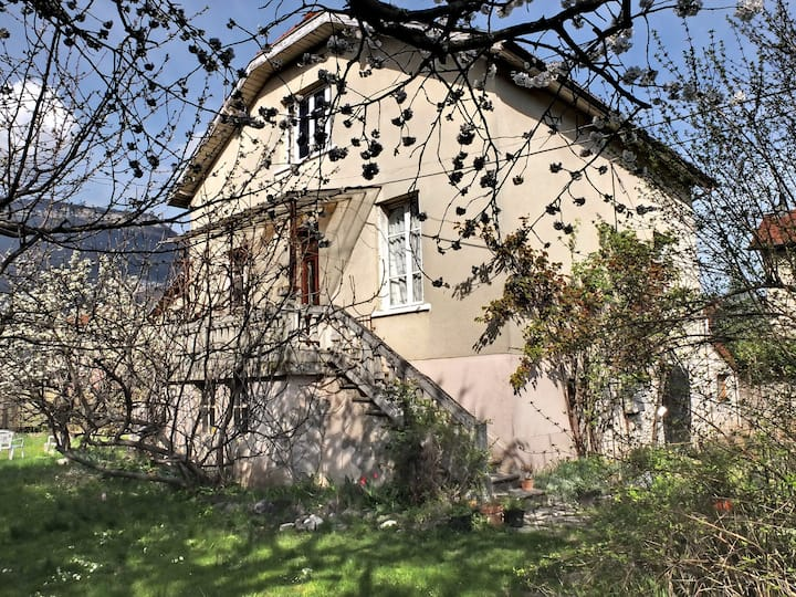 Room in house nearby city & mountains - Grenoble
