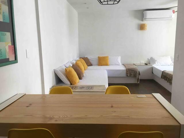 Yellow Suite | Aeropuerto-Centro Apodaca (Factura)