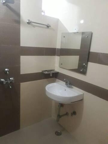 Private Room Near Rajiv Chock/Medicity/Sohna Road