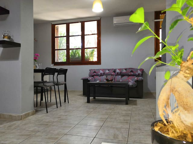 Όμορφο διαμέρισμα στο κέντρο του Πόρτο Ράφτη