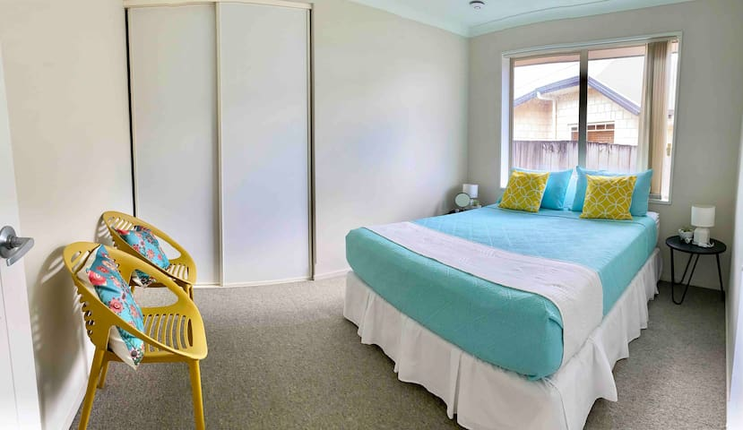 Two BR ★ Walk to shops ★ Easy Access to motorway