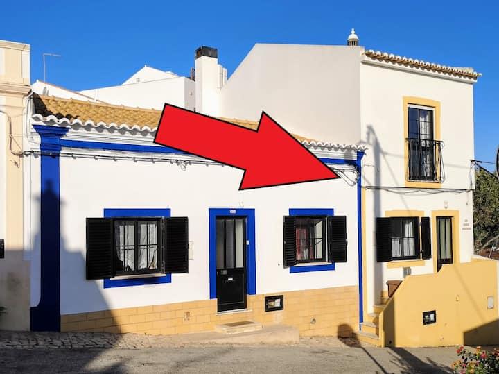 Modern home centrally located in Ferragudo