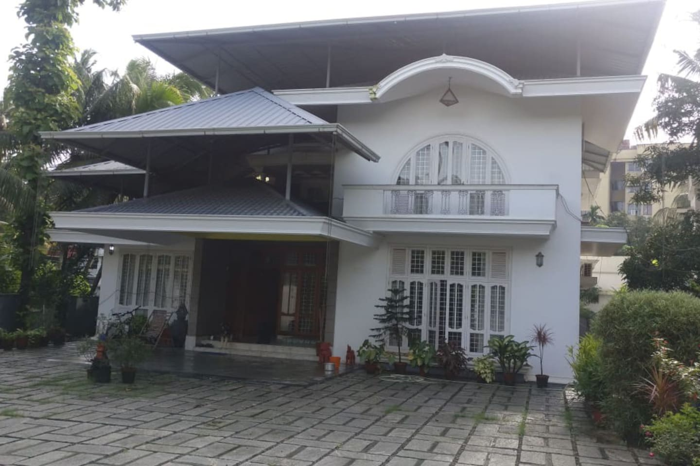 Large 6 Bed House with with Garden Space