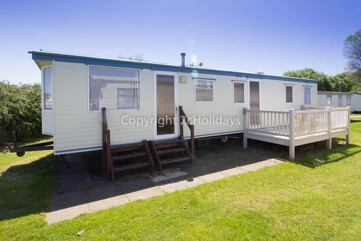 8 berth caravan dog friendly caravan for hire in Suffolk ref 20015