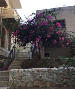 Charming old house in Nablus mount - Nabulus - House
