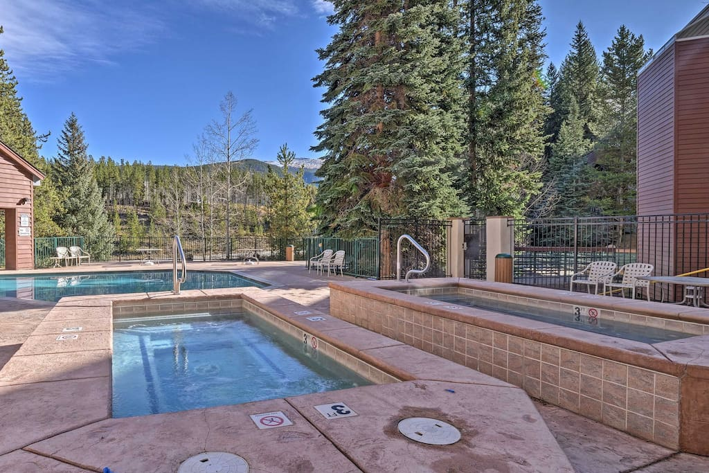 Located in Iron Horse Resort, this condo offers access to amenities including hot tubs, swimming pools, a fitness center and game room.